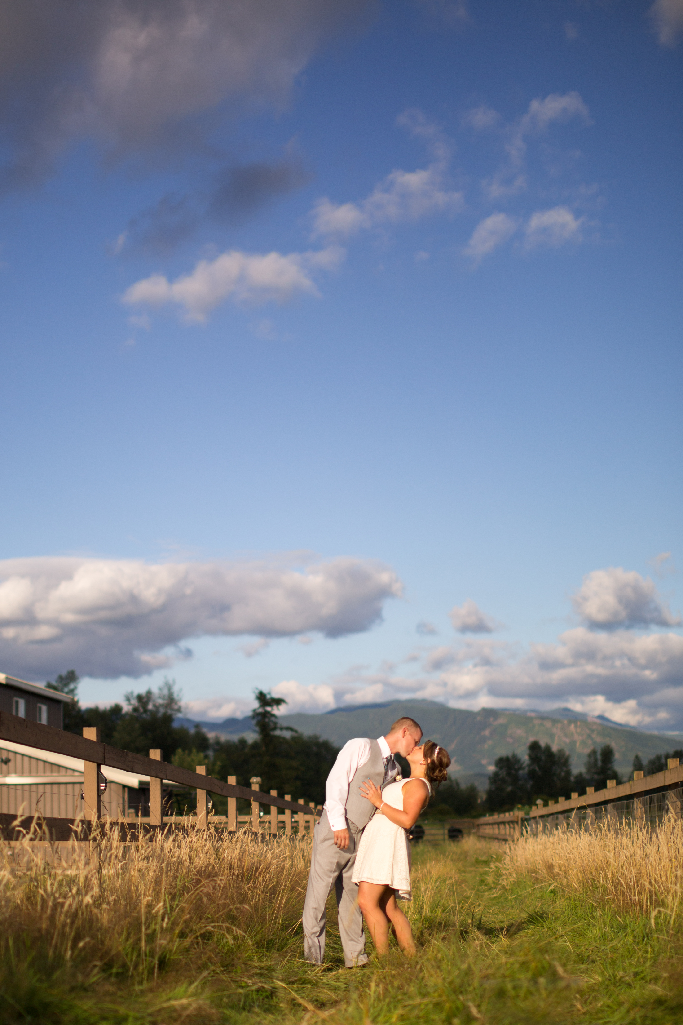 Connor + Zoie {Mountain View Manor – Enumclaw, WA Wedding}