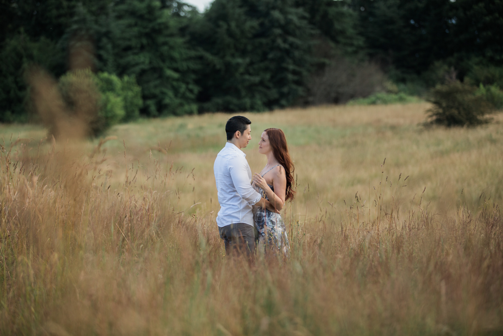 Wedding and Enagement Pricing Slider-21 Engagement Session in a Field